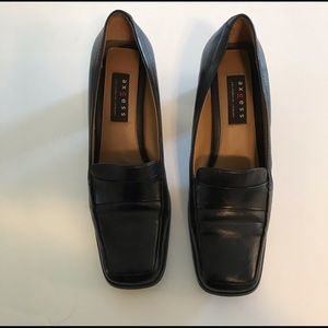 Black pumps by Axcess by Liz Claiborne, Size 10